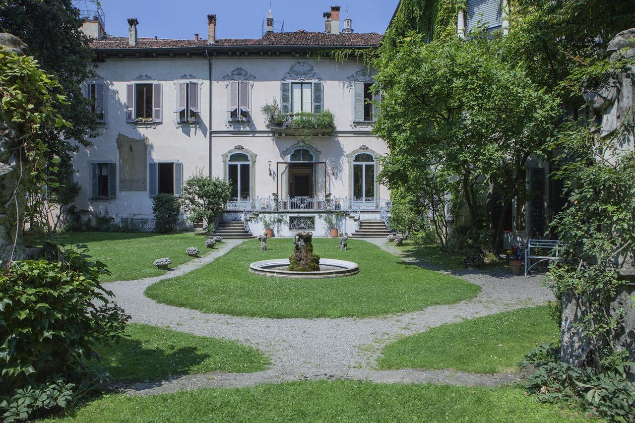 La casa degli atellani for La casa rosa milano