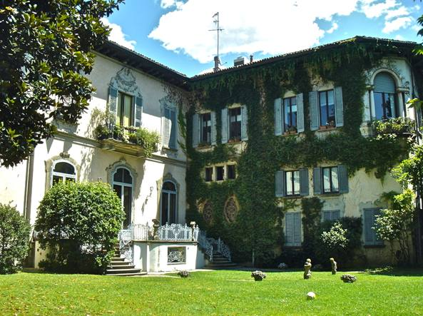 Casa degli Atellani (foto dal blog di Francesca Martinez, https://lovelymilano.wordpress.com/2013/08/19/la-vigna-di-leonardo)