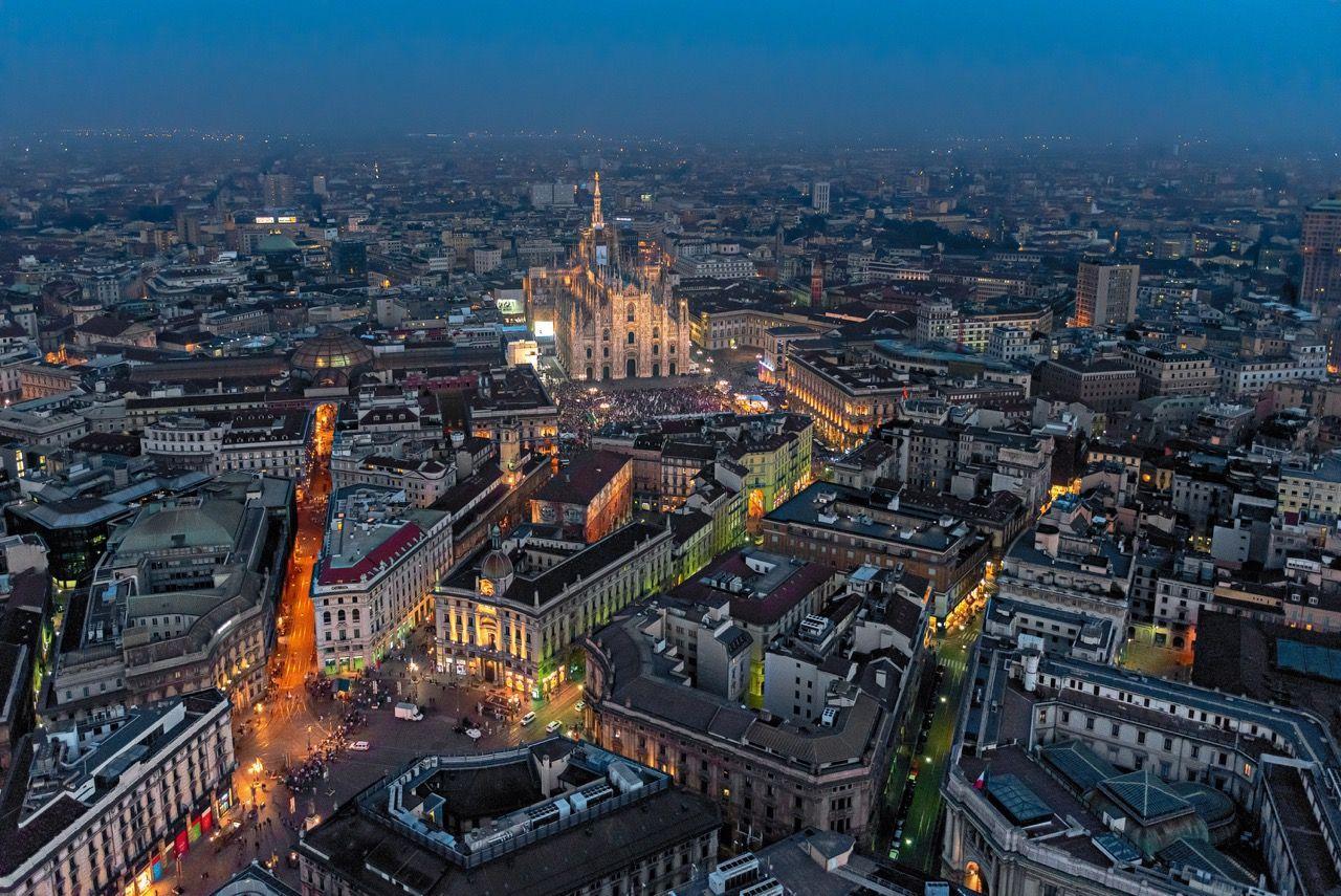 Una veduta notturna della cattedrale for Milano re immobili di prestigio