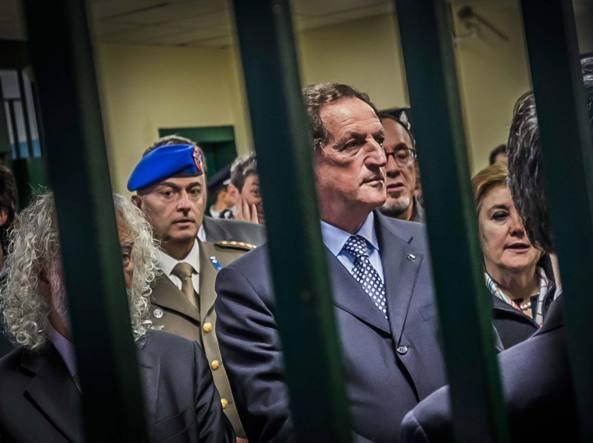 Mario Mantovani all'inaugurazione di nuovi ambulatori nella Casa Circondariale di via Gleno a Bergamo, ottobre 2014 (Fotogramma Bergamo)