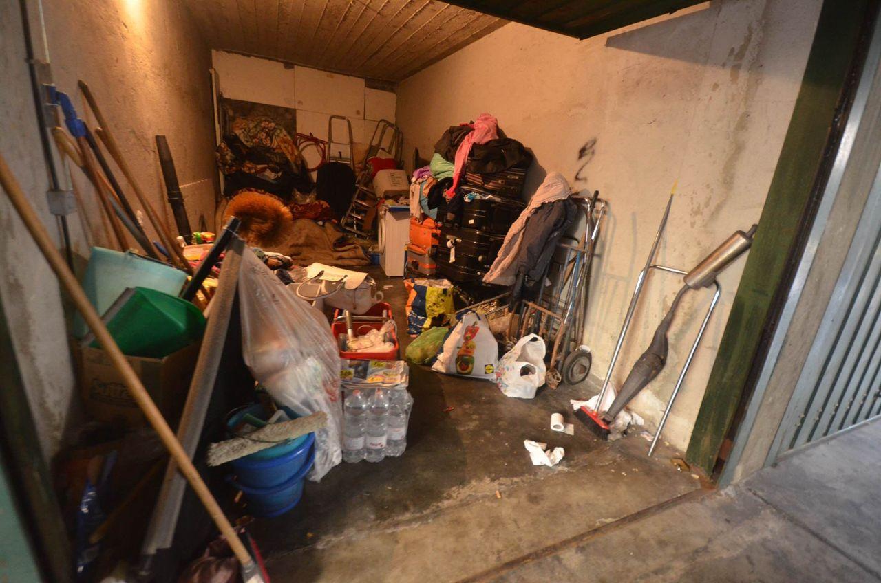 Due mogli e una famiglia nel garage for Quanto sarebbe stato costruire una casa