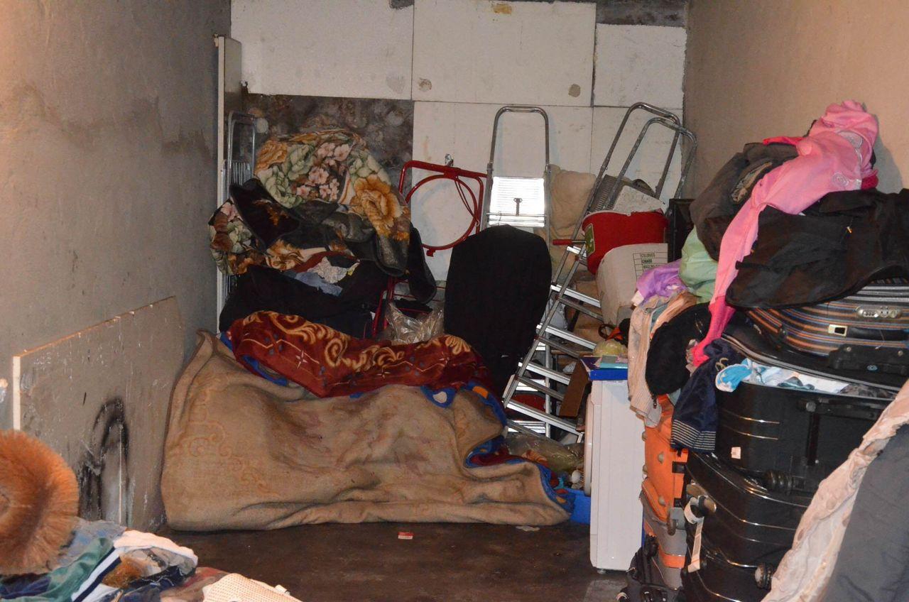 Due mogli e una famiglia nel garage for Piani di caverna di garage uomo