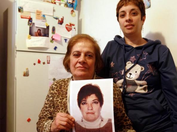 La mamma e la sorella di Antonia Bianco mostrano la sua foto