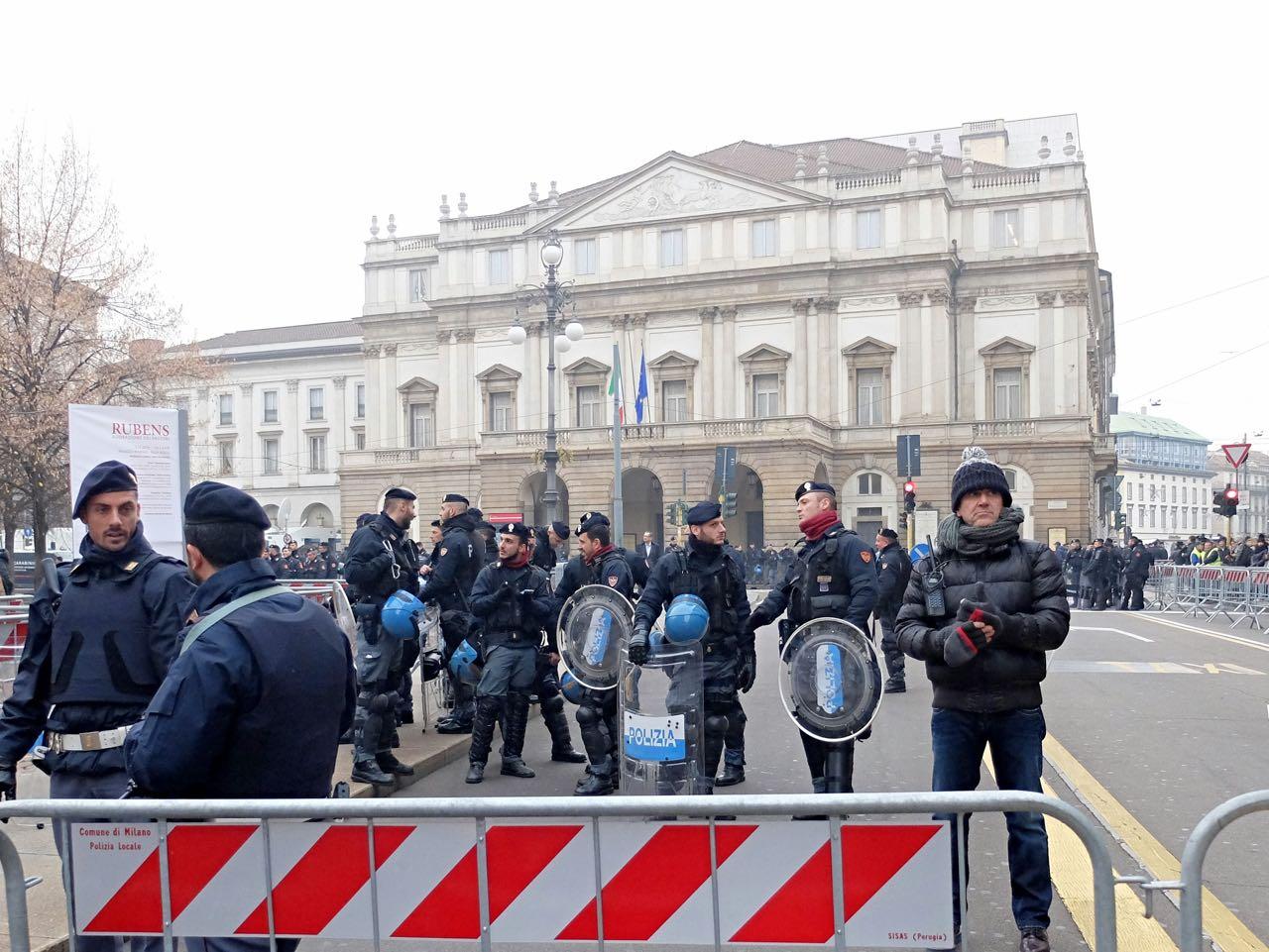 Scala, «sfilata popolare» degli antagonisti - Corriere.it