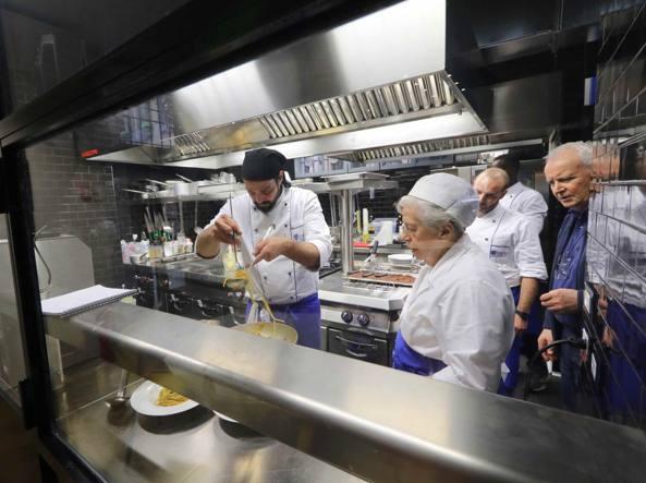 E il ristorante dei giovani si affida agli chef ottuagenari - La piccola cucina milano ...