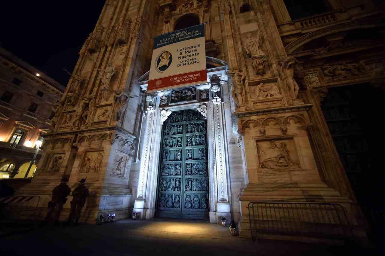 Il cardinale scola apre la porta santa in duomo - Immagini porta santa ...