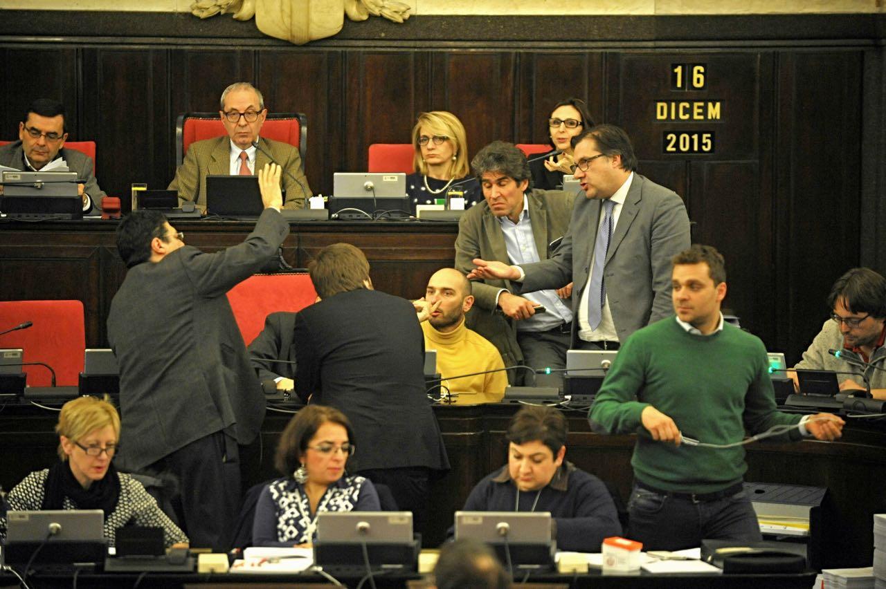 Il centrodestra occupa il consiglio comunale for Ufficio 415 bis milano