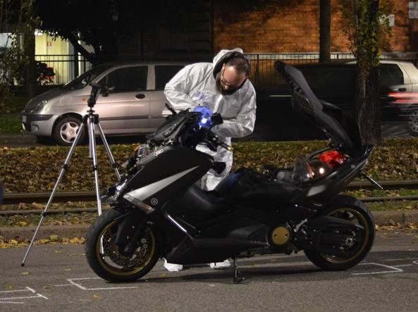 Il rilievi sullo scooter dell'investitore (foto D. Bennati)
