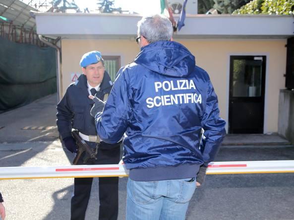 La polizia scientifica al carcere di Varese per il prelievo del Dna (Fotogramma)