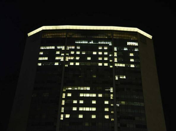 La scritta �Family day� apparsa sulla facciata di Palazzo Pirelli (Fotogramma)