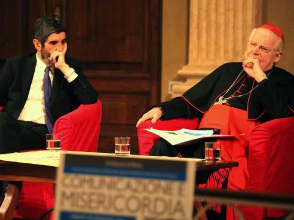 Il cardinale Angelo Scola con il giornalista Gianni Riotta (Fotogramma)