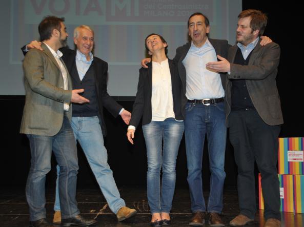 I candidati sul palco del Teatro Elfo Puccini (Fotogramma)