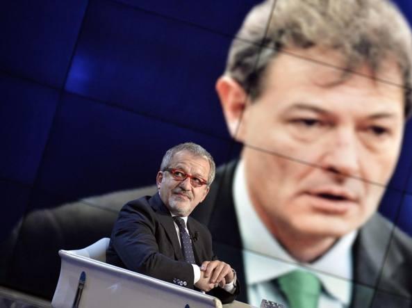 Il governatore Roberto Maroni e, dietro, il suo collaboratore Fabio Rizzi (Imagoeconomica)