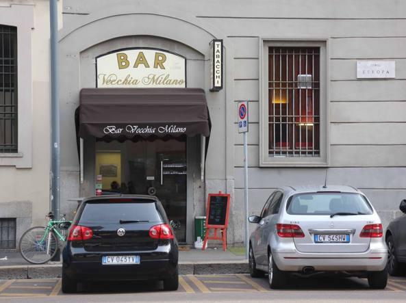 Il bar tabacchi Vecchia Milano  in corso Europa (Fotogramma)