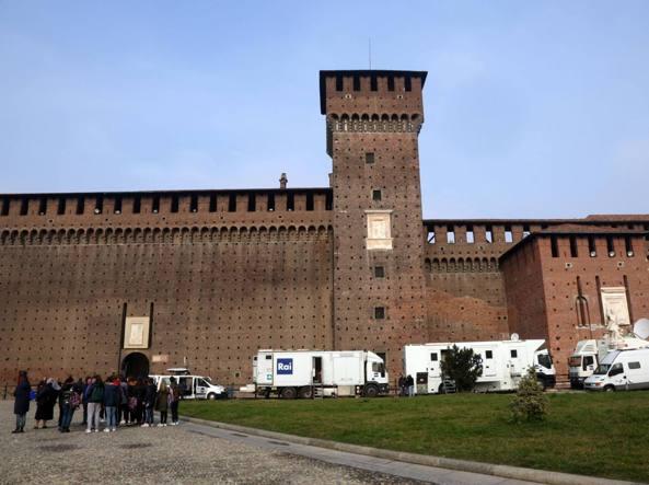 Preparativi per la cerimonia al Castello (Fotogramma)