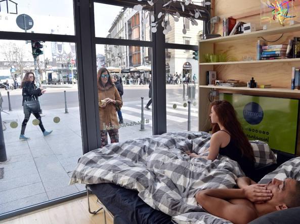 La casa di vetro in largo La Foppa a Milano (Fotogramma)