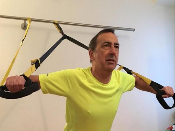 Beppe Sala mentre si allena in palestra (foto da Instagram)