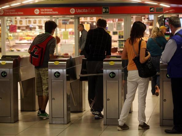 La metr� rossa di Milano (Fotogramma)