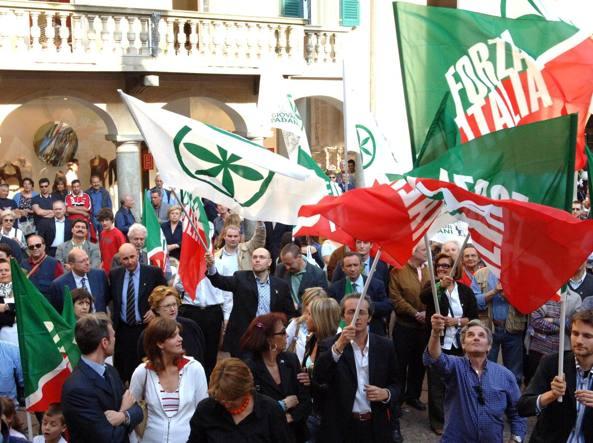Una manifestazione di Forza Italia e Lega, a Varese, in sostegno di Roberto Rizzo  (Newpress)