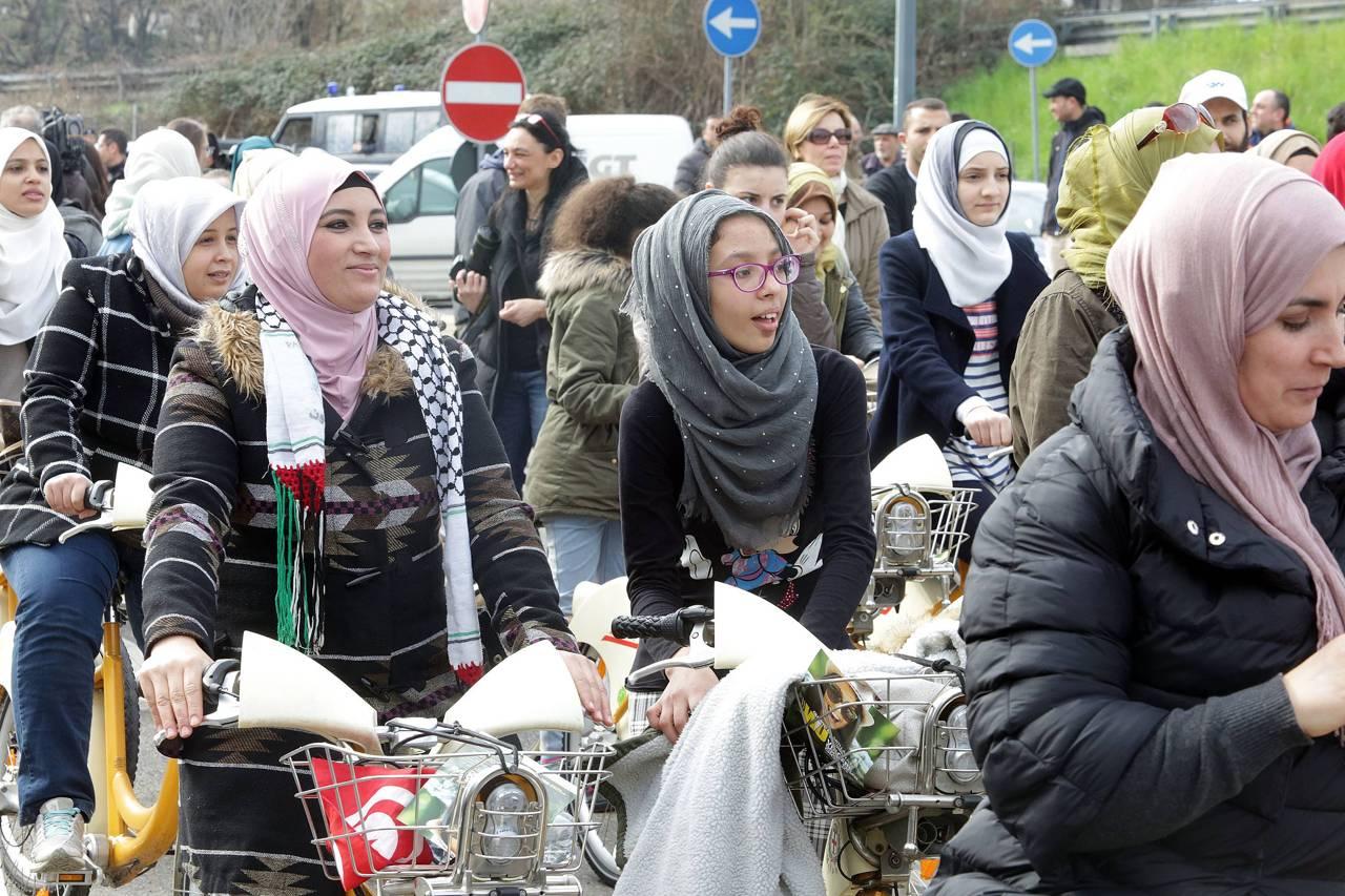 La pedalata delle donne islamiche - Perche le donne musulmane portano il velo ...