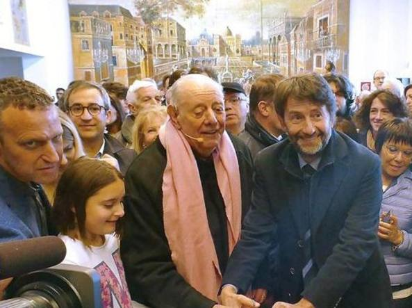 Dario Fo al taglio del nastro con il ministro dei Beni culturali Dario Franceschini