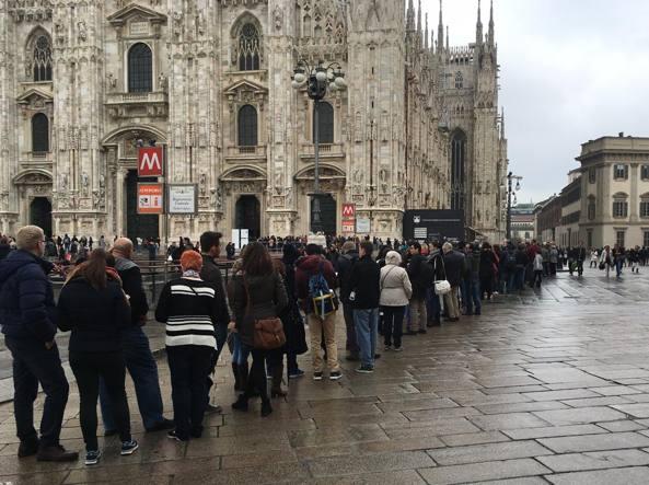 A Pasqua lunghe file per i controlli in Duomo (Omnimilano)