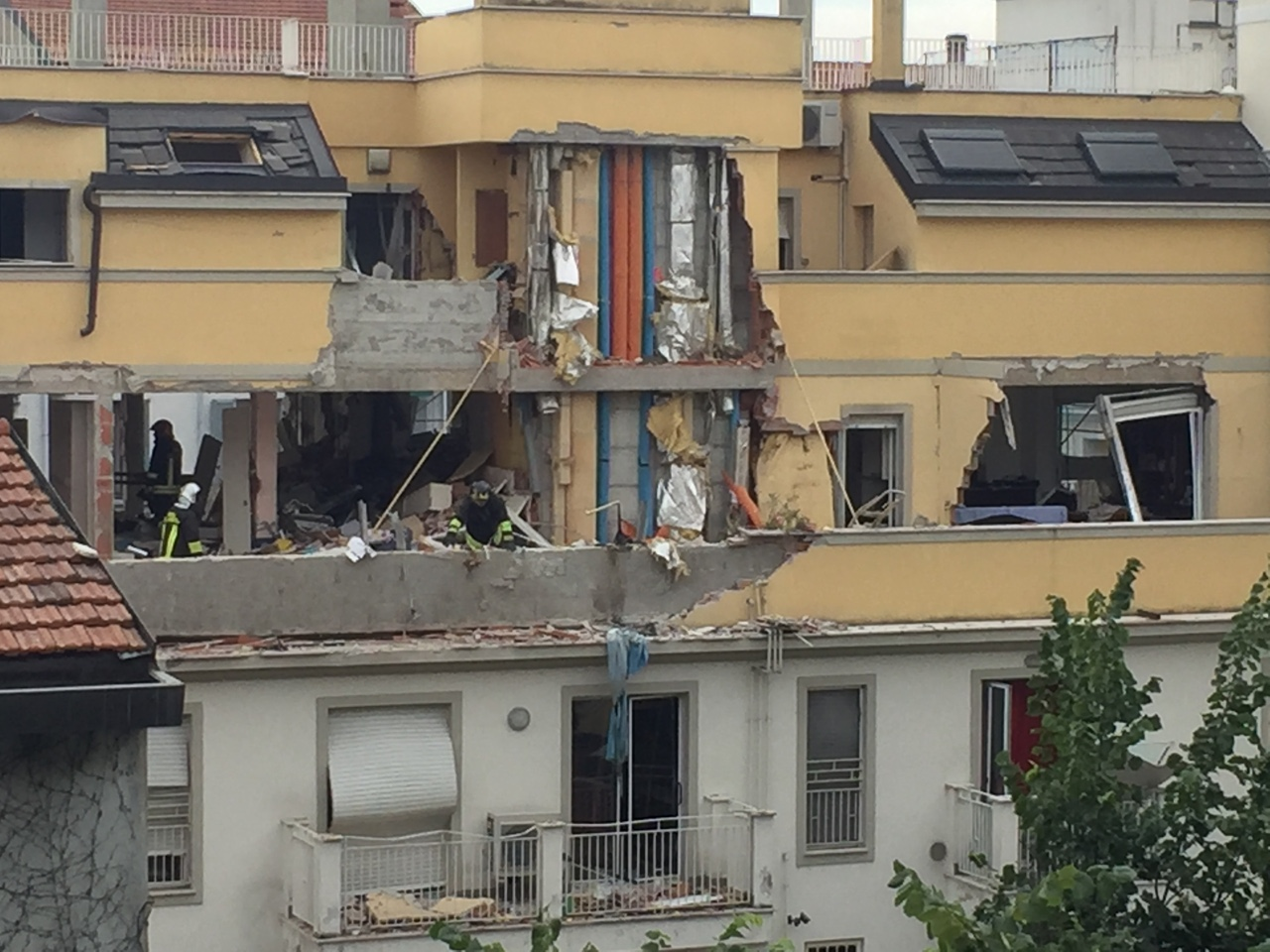 Milano palazzo sventrato in via portoferraio tre morti for Quanto sarebbe stato costruire una casa