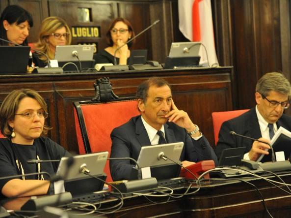 Milano, primo consiglio comunale. Scontro sull'eleggibilità di Sala
