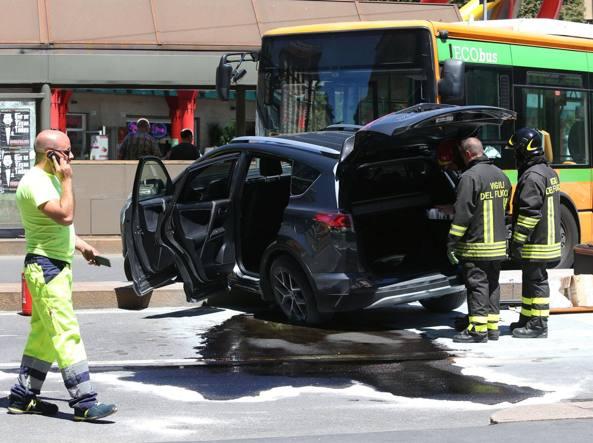 Piazzale Cadorna, auto contro bus Cinque donne ferite lievemente