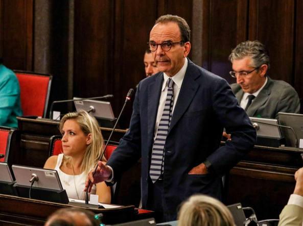 Stefano Parisi in consiglio comunale a Milano (Foto Omnimilano)