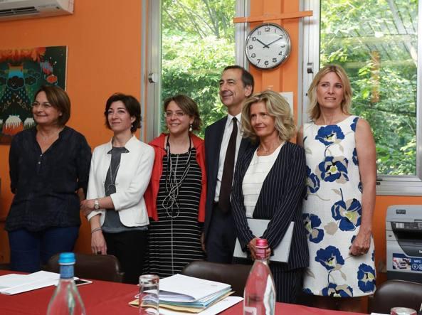 Le donne della giunta Sala: Roberta Cocco è la seconda da destra (Fotogramma)