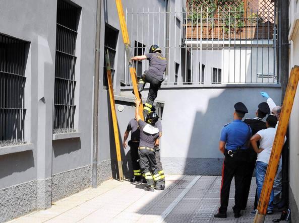 Milano, in coma l'uomo precipitato in via Jenner: forse si arrampicava