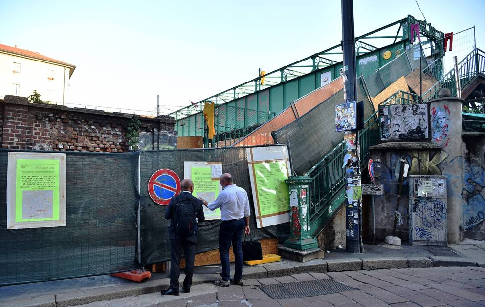 Porta genova chiuso lo storico ponte degli artisti - Carabinieri porta genova milano ...