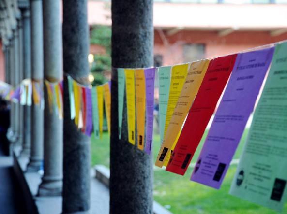 Volantini appesi nel cortile di filosofia, dell'Università Statale, in ricordo delle vittime di mafia e per la giornata dell'impegno e della memoria (Fotogramma)