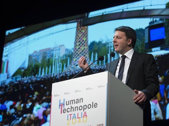 Il presidente del Consiglio Matteo Renzi durante il suo intervento in occasione della presentazione del progetto per il dopo Expo «Human Technopole» Italia 2040, al Piccolo Teatro, Milano, lo scorso febbraio (Ansa)