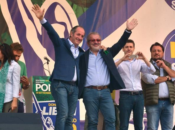 Luca Zaia e Roberto Maroni a Pontida (Imagoeconomica)