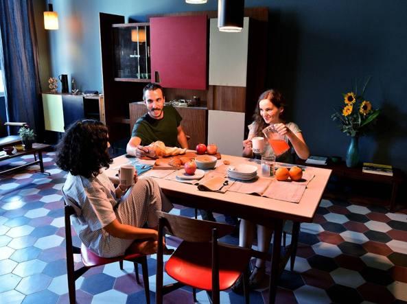 La cucina dell'ostello Casa Base (Fotogramma/Piaggesi)