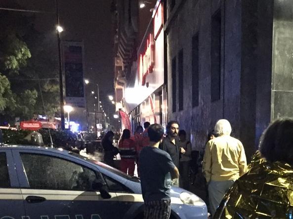 Gli abitanti in strada dopo l'esplosione (foto M.Cruccu)