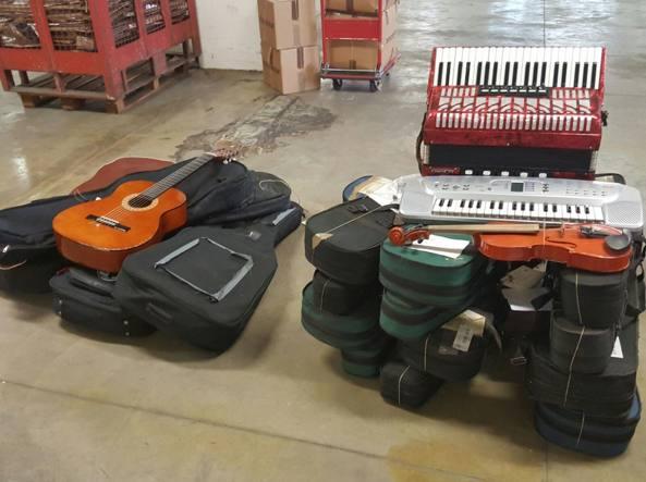 Oggetti smarriti a Milano, all'asta 70 strumenti musicali