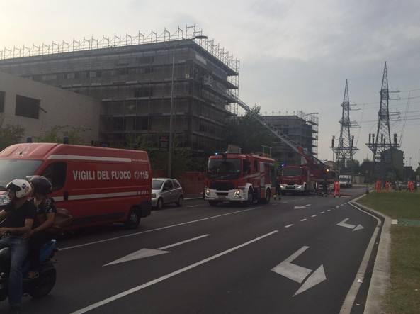 Milano, rogo a palazzo con migranti: 10 indagati residenti.