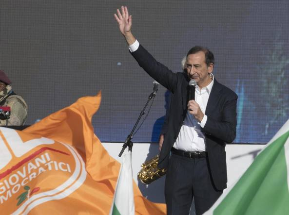 Giuseppe Sala sul palco della manifestazione nazionale Pd in piazza del Popolo a Roma (Ansa)