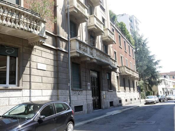 La casa di Fabrizio Corona in via De Cristoforis (Fotogramma)