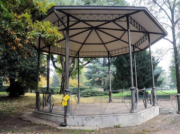 Il gazebo dei Giardini Montanelli di via Palestro ripulito (Fotogramma)