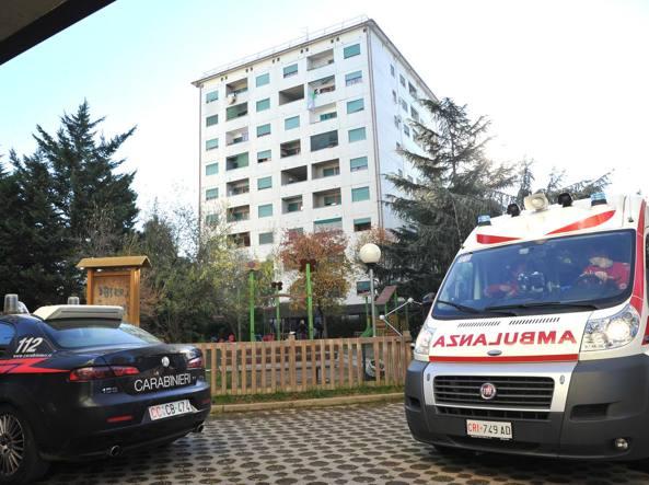 Milano, si barrica in casa e minaccia di farsi esplodere