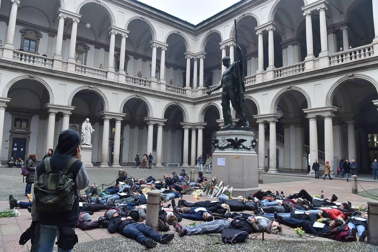 Brera la protesta degli studenti for Accademia di milano