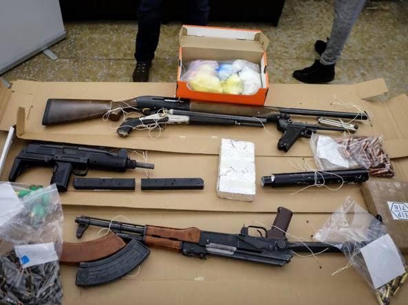 Nascondevano cocaina e kalashnikov: presa la coppia dello spaccio di Bruzzano
