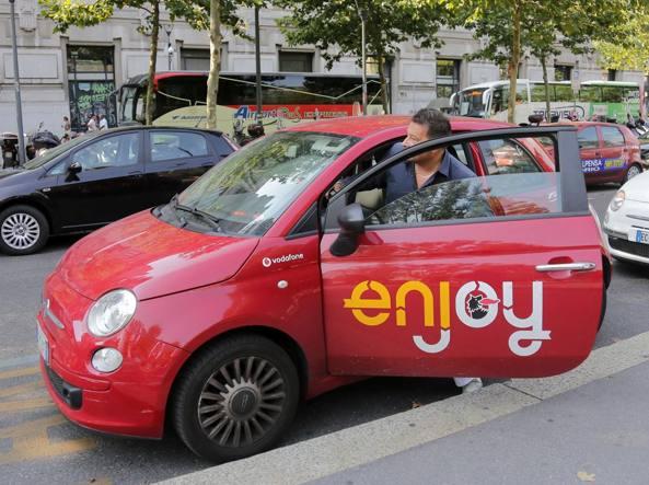 Un'auto Enjoy (Fotogramma)