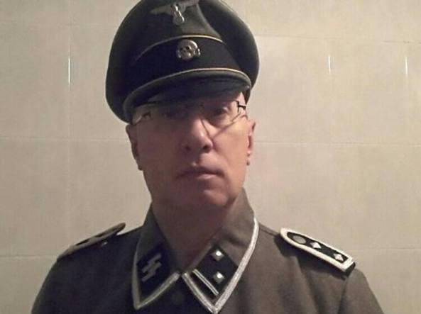 Cronaca - Capo dei vigili indossa divisa nazista: