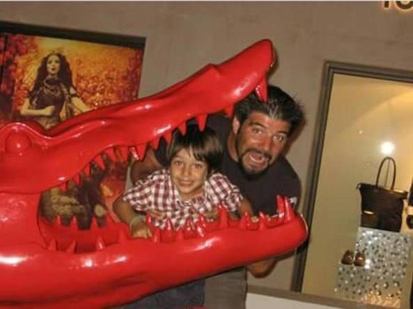 Una immagine che ritrae Jacopo insieme al papà Andrea