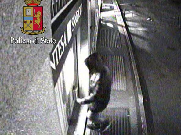 L'assassino preleva con il bancomat della vittima subito dopo il delitto